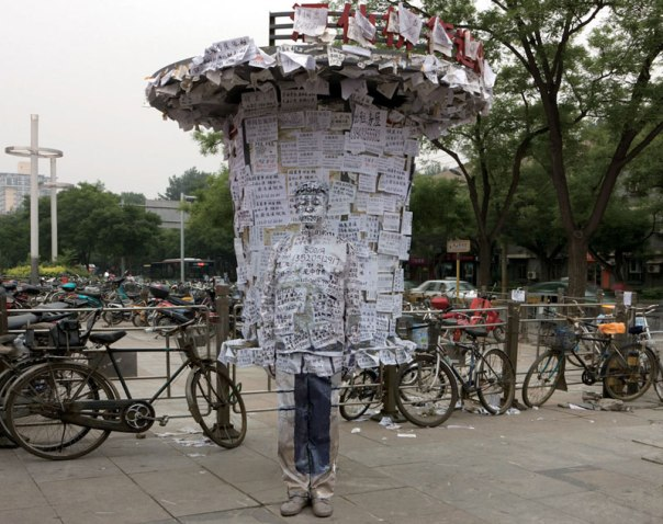 liu-bolin-art-hi-res-hide-in-the-city-china-camouflage-painting-20