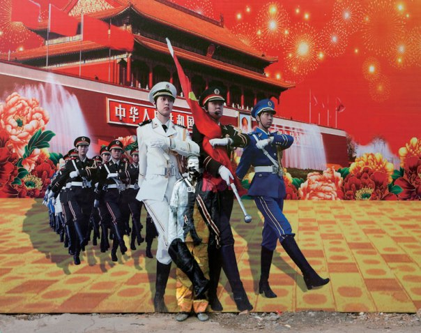 liu-bolin-art-hi-res-hide-in-the-city-china-camouflage-painting-21