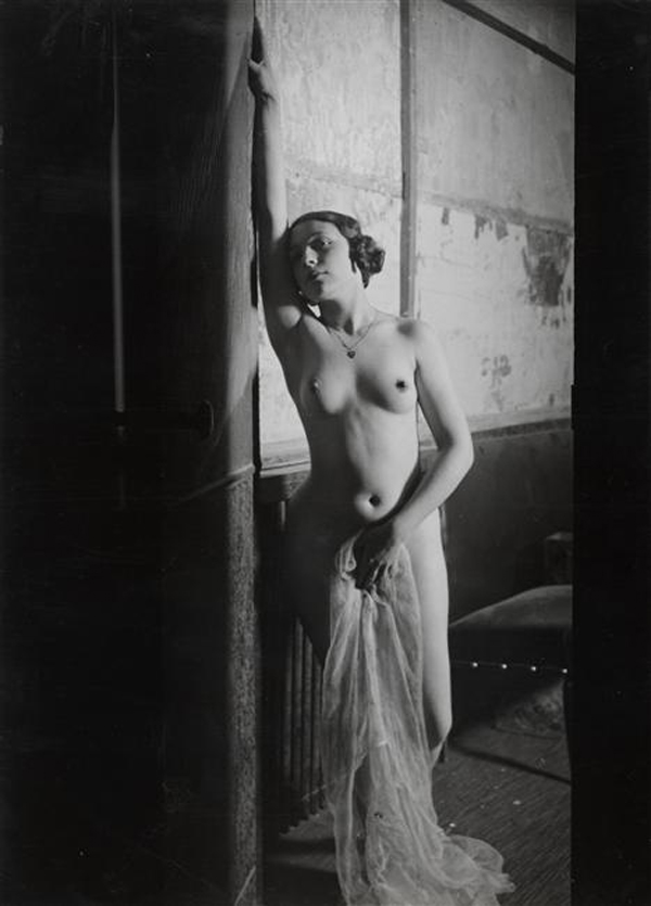 brassac3af-girl-at-folies-bergeres1932
