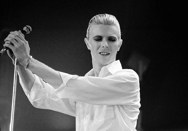 l'immense David Bowie est décédé après avoir publié son ultime chef-d'oeuvre, ★ (Blackstar)  Thin-white-duke