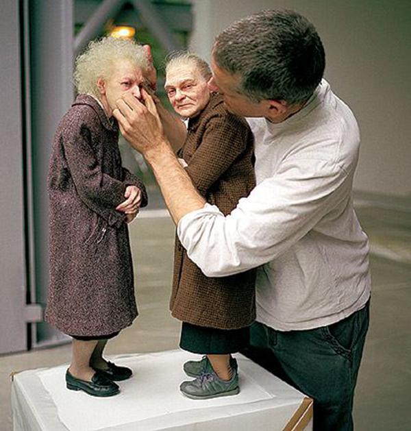 12_ron_mueck_escultura_duas_mulheres_2005