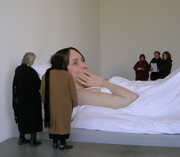 ron-mueck-in-bed-2005-2