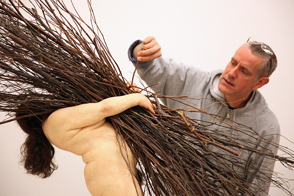 Ron+Mueck+Lifelike+Sculptures+Created+Artist+oKzBbHayb7Vx