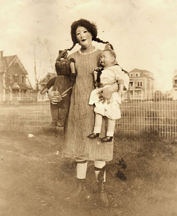 creepy-halloween-photos-mom-child-doll-1351539470