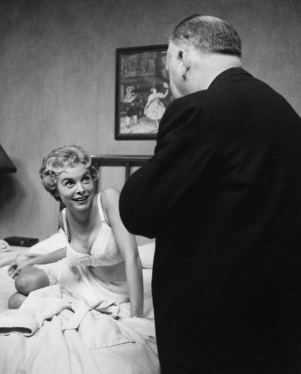 psycho-janet-leigh-dir-alfred-hitchcock-paramount-large-picture-hitchcock-1258467664