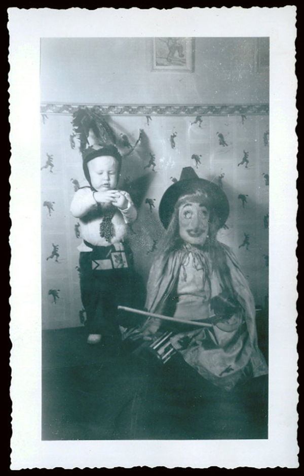 vintage-children-in-halloween-costumes