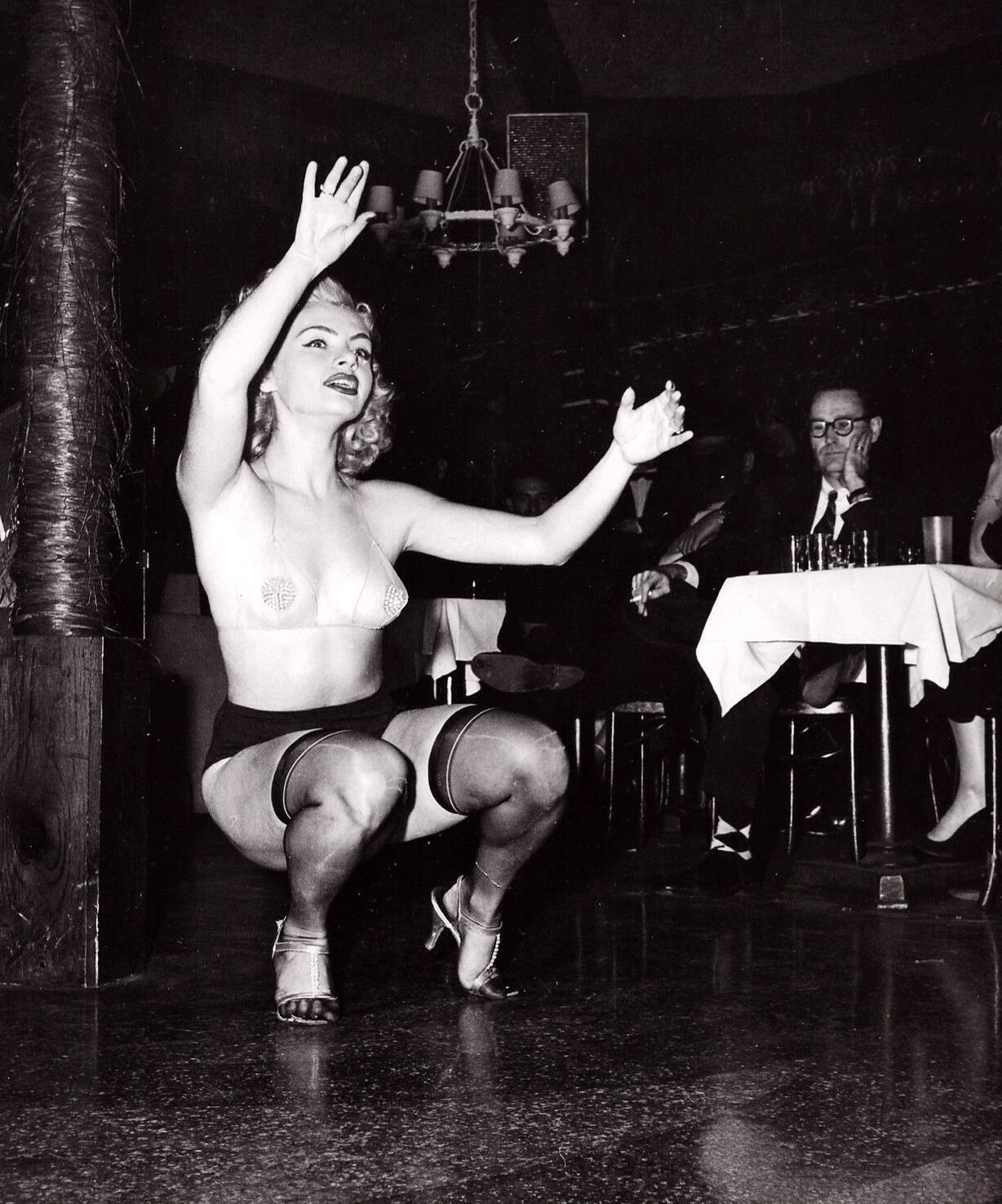 Vintage Strip Porn Pics
