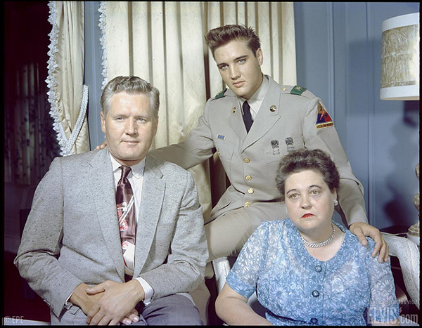 Elvis w/ Gladys and Vernon Presley