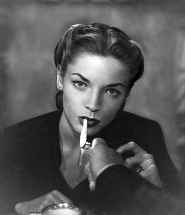 02-lauren-bacall-dark-passage-1947