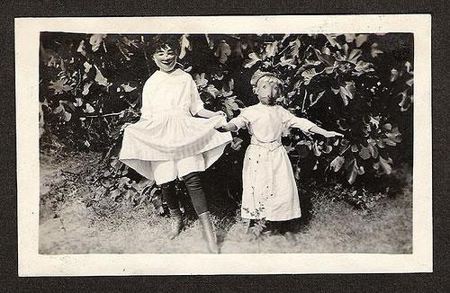77_Creepy_Vintage_Girls