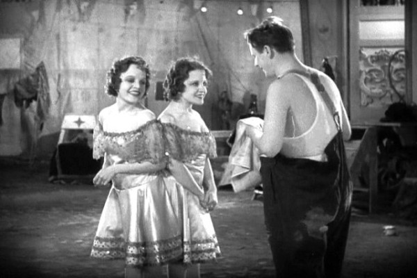 Daisy and Violet Hilton as the Siamese twins & Wallace Ford as Phroso