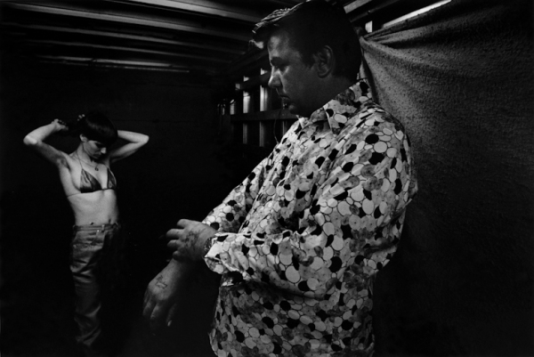 USA. Showhegan, Maine. 1973. Shortie and Larry getting ready. (CARNIVAL STRIPPERS, page 24) ©Susan Meiselas/Magnum Photos