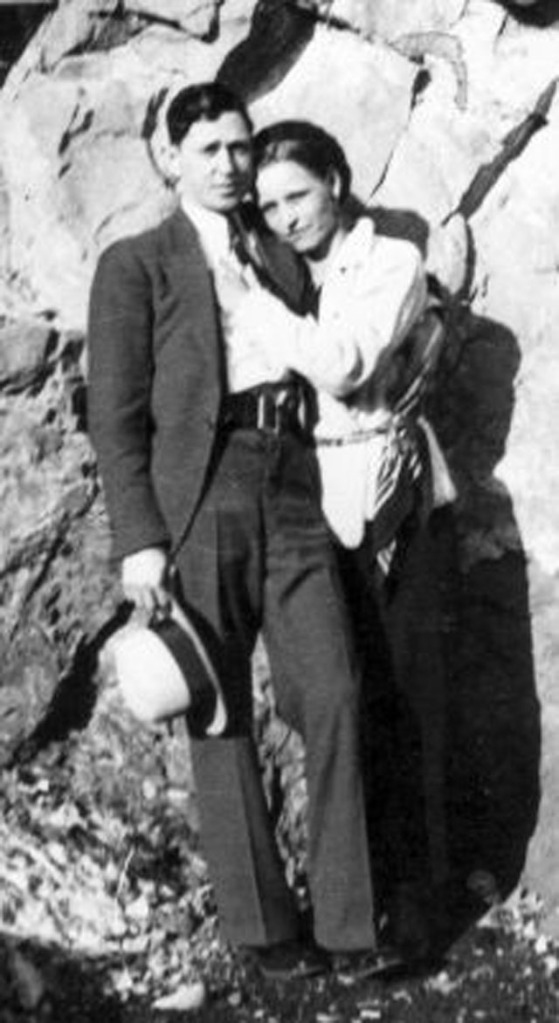 bonnie-and-clyde-in-the-1930s-10