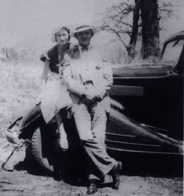 bonnie-and-clyde-in-the-1930s-2